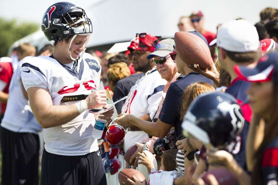 Tight end Garrett Graham signs autographs. Photo: Brett Coomer, Houston Chronicle