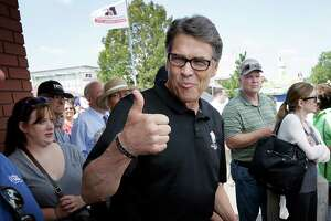 Rick Perry goes after Trump, and flubs it - Photo