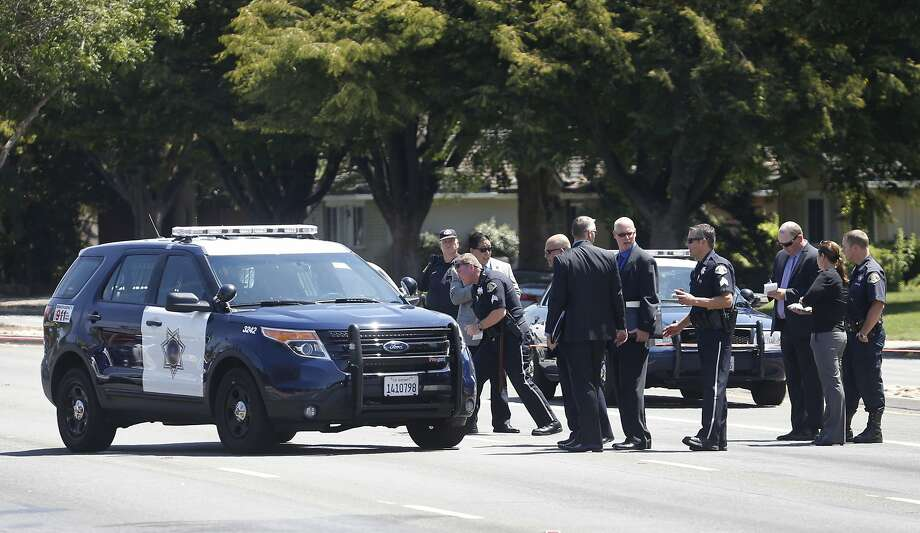 San Jose police investigate the scene of a shooting in the 700 block of Blossom Hill Rd. on Thursday, Aug. 14, 2014, in San Jose, Calif. Photo: Patrick Tehan, Associated Press