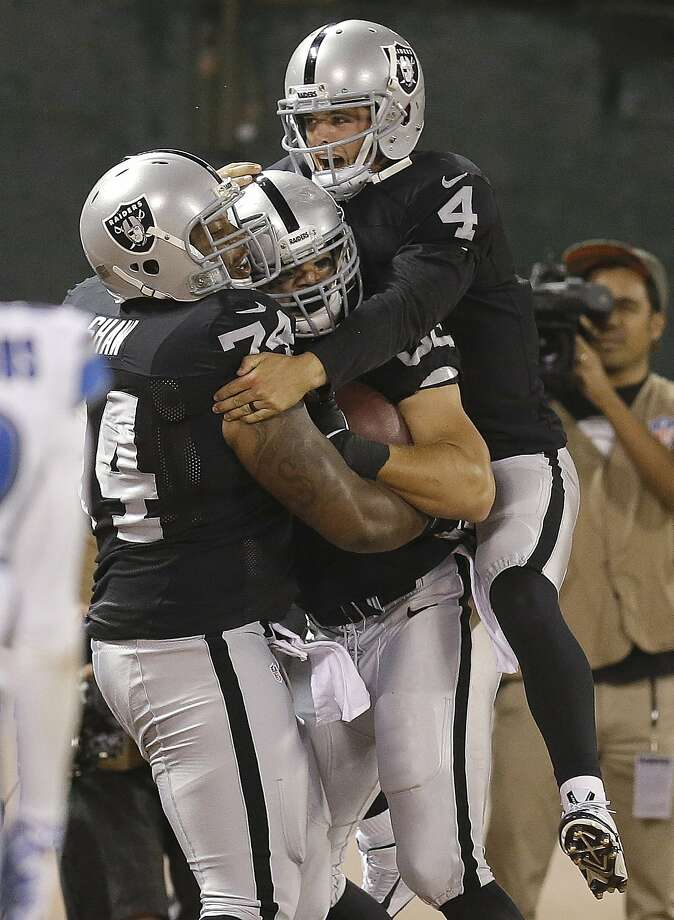 Derek Carr (4) celebrates with Jake Murphy, the recipient of Carr's scoring pass, and Jarrod Shaw (74) in the third quarter. Photo: Ben Margot, Associated Press