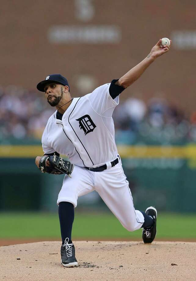 DETROIT, MI - AUGUST 16:  David Price #14 of the Detroit Tigers pitches in the first innng of the game against the Seattle Mariners at Comerica Park on August 16, 2014 in Detroit, Michigan.  (Photo by Leon Halip/Getty Images) ORG XMIT: 477588113 Photo: Leon Halip / 2014 Getty Images