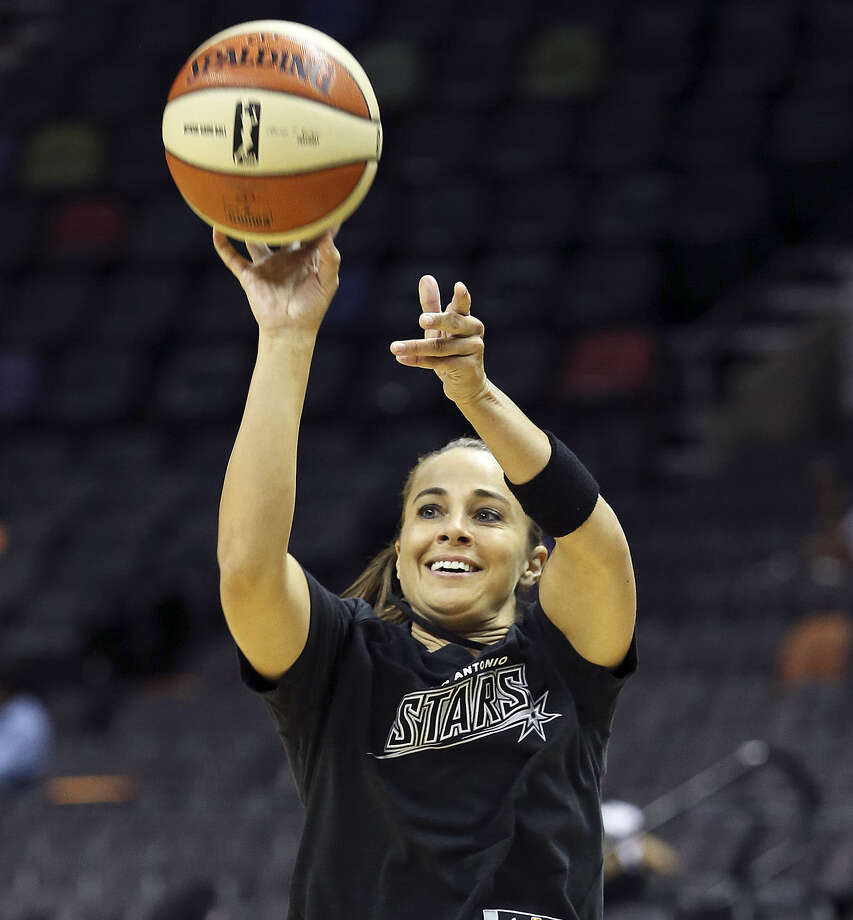 Becky Hammon and the Stars look to make it three straight victories as they close out the regular season at Chicago. Photo: Tom Reel / San Antonio Express-News