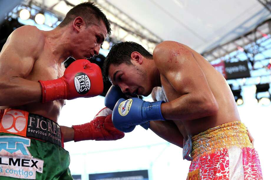 Omar Figueroa Jr. (R) battles Daniel Estrada in their WBC Lightweight World Championship fight at StubHub Center on August 16, 2014 in Los Angeles, California. Photo: Stephen Dunn, Getty Images / 2014 Getty Images
