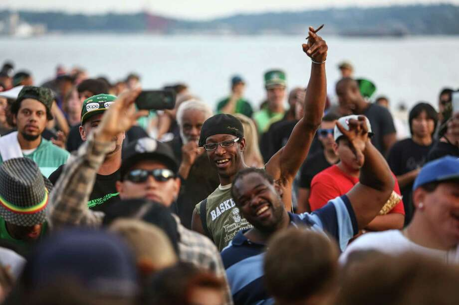 People gather near the main stage during day two of Hempfest. Photo: JOSHUA TRUJILLO, SEATTLEPI.COM / SEATTLEPI.COM