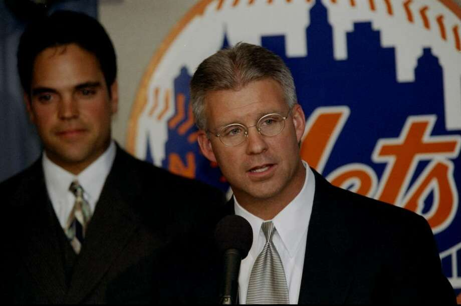 26 Oct 1998: General Manager Steve Phillips of  the New York Mets talks during a press conference about Mike Piazza in New York City, New York. Mandatory Credit: Jamie Squire  /Allsport Photo: Jamie Squire, Getty Images / Getty Images North America
