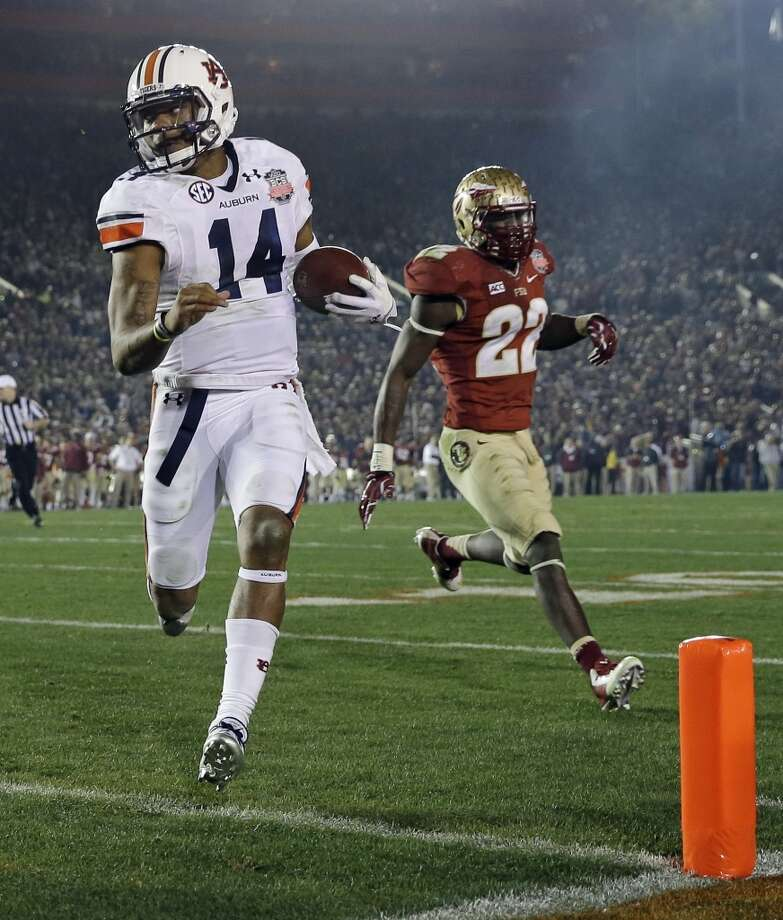 #5 - Auburn  SEC  1,186 points  Record: 1-0 Photo: David J. Phillip, Associated Press