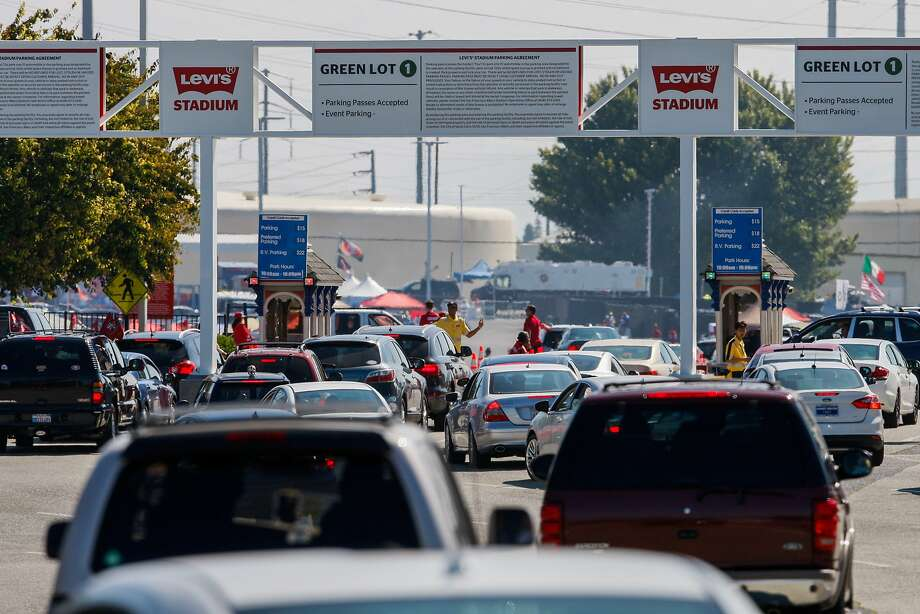 Traffic makes its way to the entrance of parking lot zone green 1 outside of Levi's Stadium before the 49ers face the Denver Broncos's on August 17, 2014 in Santa Clara, CA. Photo: Craig Hudson, The Chronicle