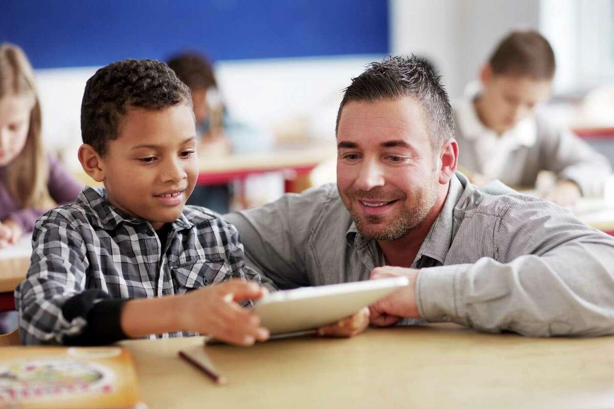 Elementary school teacher Education/training required:Bachelor's degree Median hourly earnings:$23.68