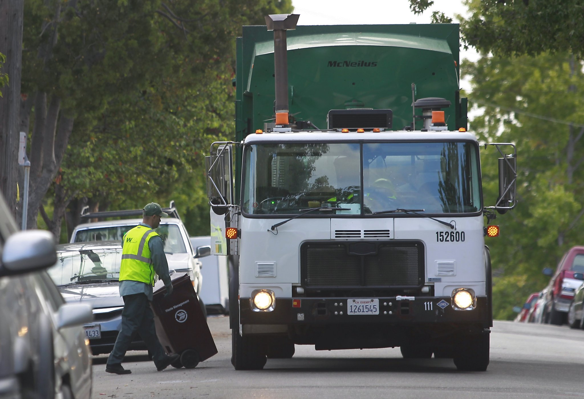 Waste Management sues Oakland over $1 billion trash contract - SFGate