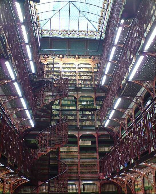 Parliament proceedings are stored in the Old Library (Handelingenkamer) of the Dutch House of Representatives. Photo: Cambyzez Nl
