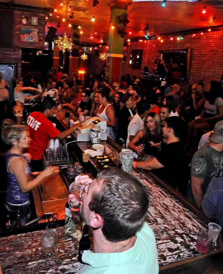 Tequila Rok on Crockett Street: Closed Photo: Randy Edwards, Beaumont Enterprise