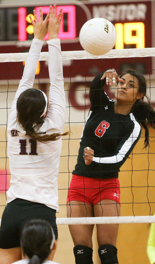Southside's Ashley Sanchez (right) gets a shot past Highlands' Emily Pearce during their season opener. . Photo: Marvin Pfeiffer / EN Communities / EN Communities 2014