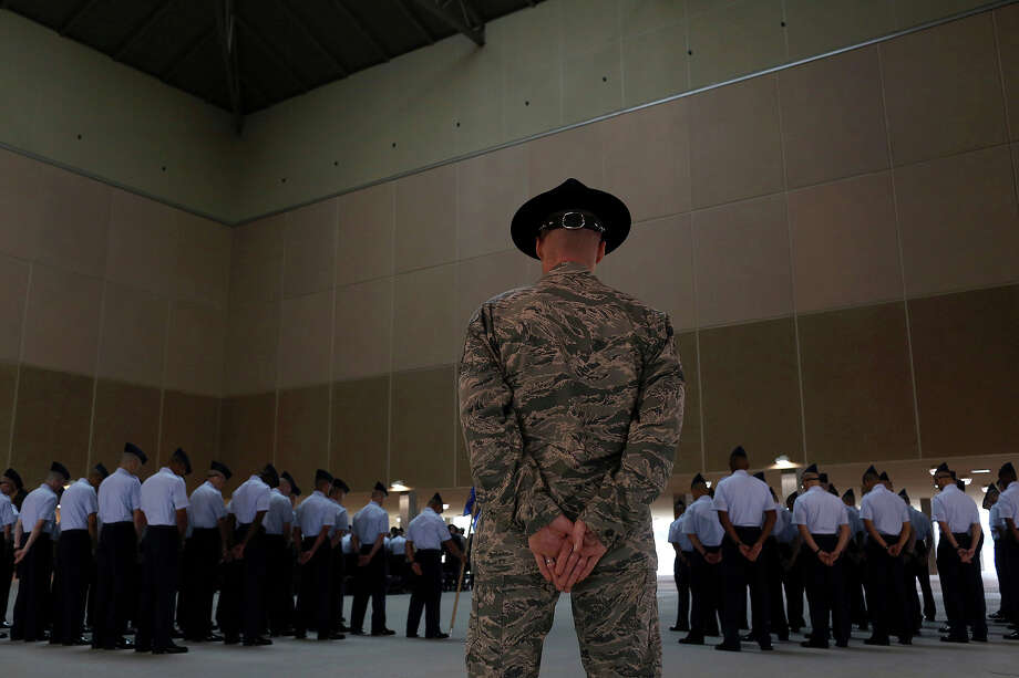 Air Force recruiters will now be chosen by commanders worldwide, instead of those jobs being filled by volunteers. Photo: Lisa Krantz, San Antonio Express-News / San Antonio Express-News