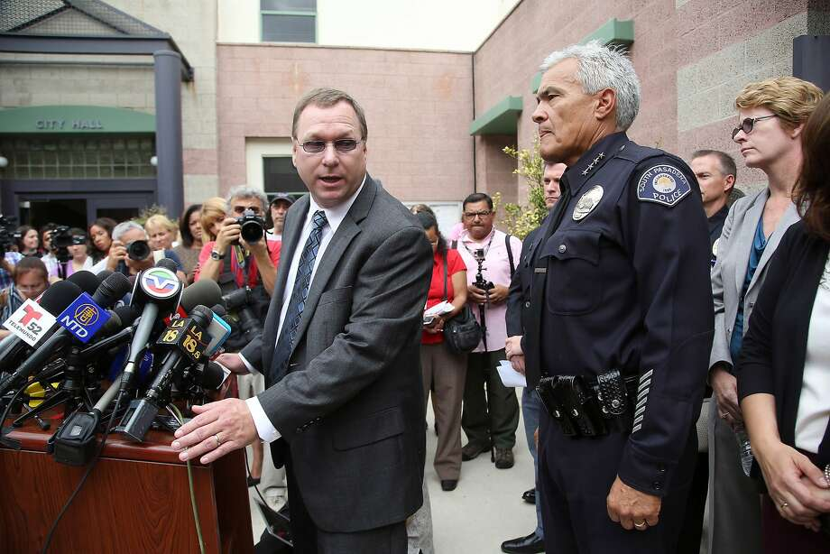 South Pasadena Unified School District Superintendent Geoff Yanz (left) and South Pasadena Police Chief Art Miller announce the arrest of two South Pasadena High School students. Photo: Nick Ut, Associated Press