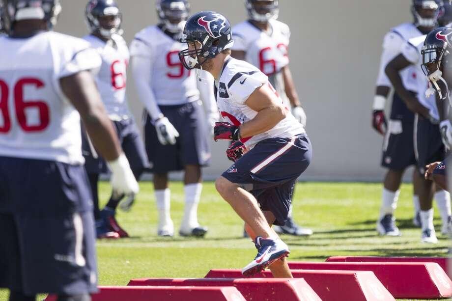 Texans middle linebacker Jeff Tarpinian (52) runs a drill. Photo: Brett Coomer, Houston Chronicle