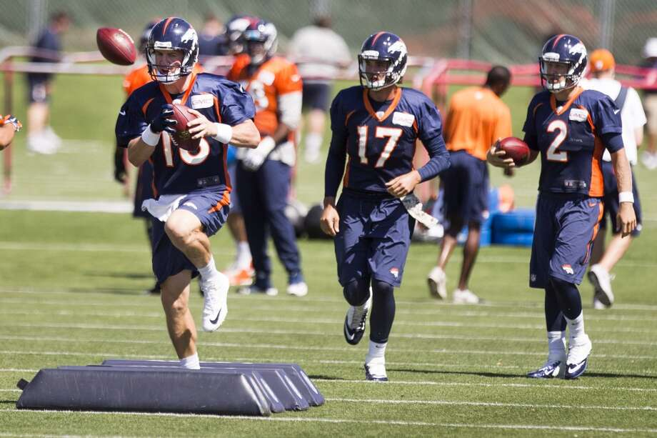 Broncos quarterbacks Peyton Manning (18), Brock Osweiler (17) and Zac Dysert (2) run a drill. Photo: Brett Coomer, Houston Chronicle
