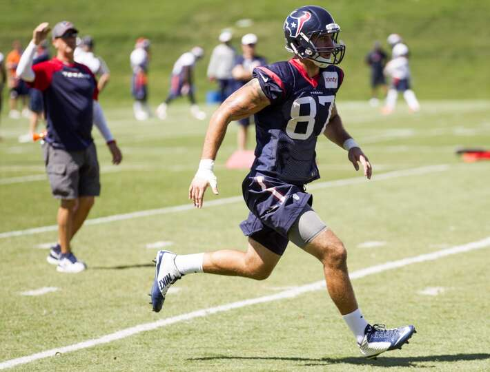 Texans tight end C.J. Fiedorowicz (87) runs a pass route.