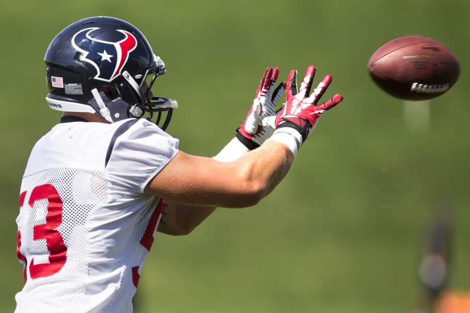 Texans inside linebacker Max Bullough (53) reaches out to catch a ball. Photo: Brett Coomer, Houston Chronicle