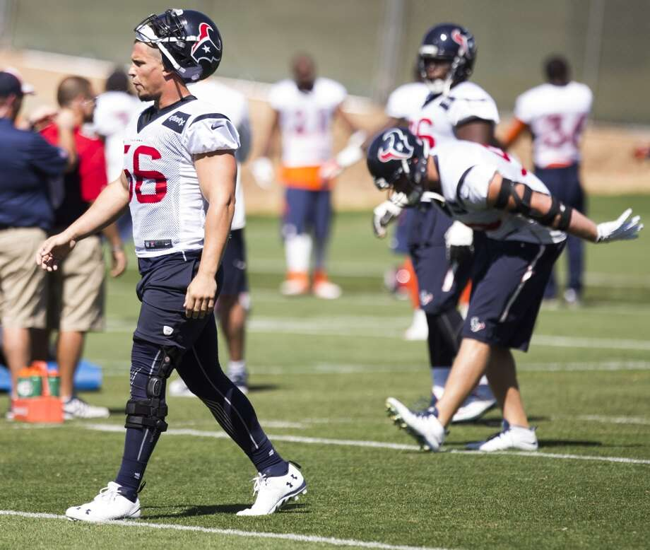Texans inside linebacker Brian Cushing (56) warms up. Photo: Brett Coomer, Houston Chronicle