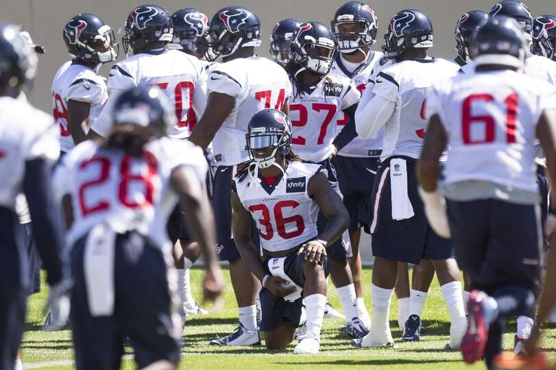 Texans strong safety D.J. Swearinger (36) takes a knee between drills.