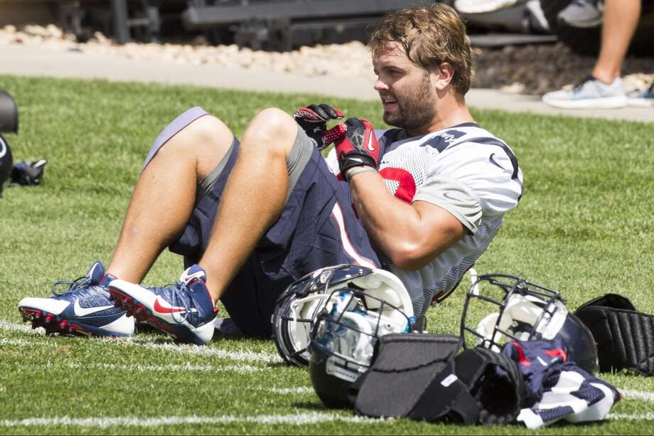 Texans middle linebacker Jeff Tarpinian works out following a joint practice. Photo: Brett Coomer, Houston Chronicle