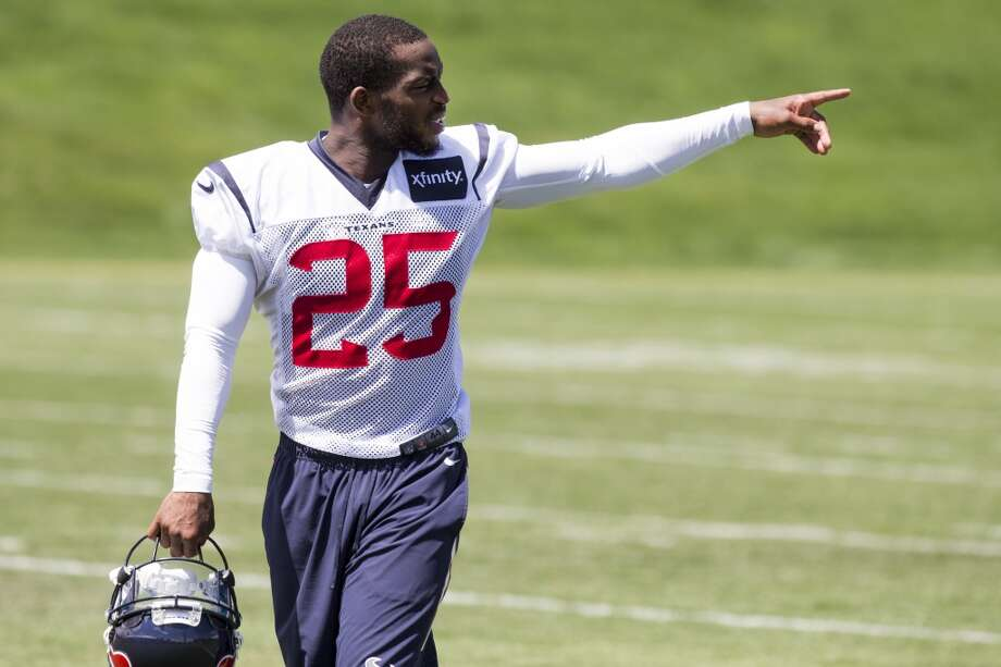 Texans cornerback Kareem Jackson walks off the practice field. Photo: Brett Coomer, Houston Chronicle