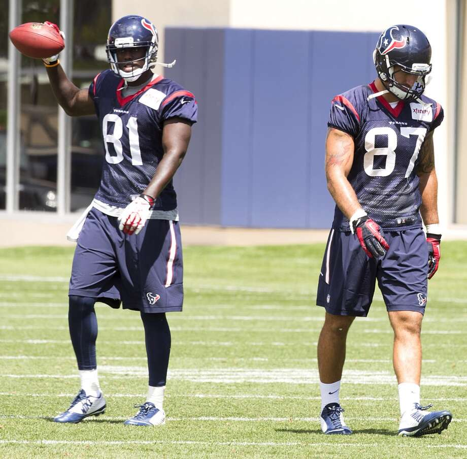 Texans tight ends Anthony Denham (81) and C.J. Fiedorowicz (87) work after practice. Photo: Brett Coomer, Houston Chronicle