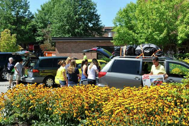 Families and new students unload vehicles during freshman  move-in day at RPI, on Tuesday, Aug. 19, 2014, in Troy, N.Y. (Paul Buckowski / Times Union) Photo: Paul Buckowski / 00028219A