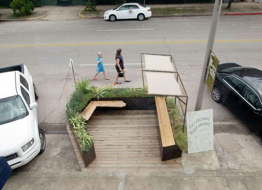 Houston's first and only parklet, on 19th Street in the Heights. Photo: Billy Smith II, Staff / © 2014 Houston Chronicle