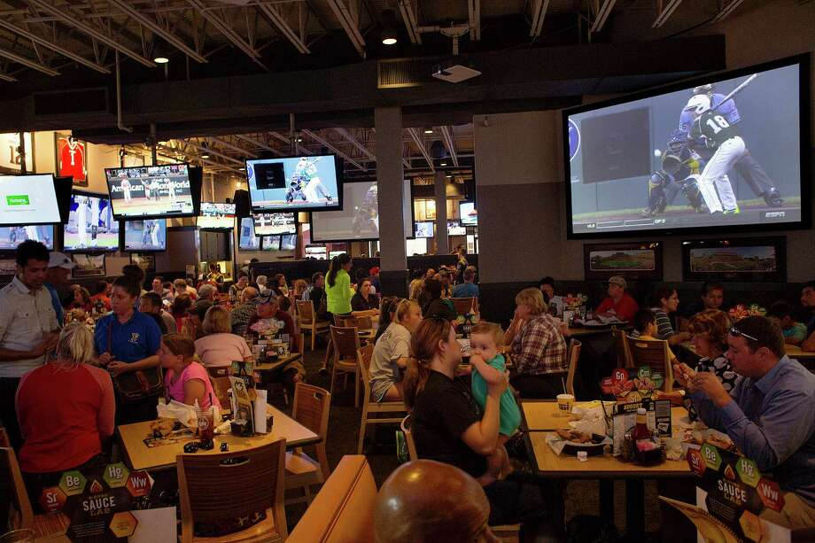 Patrons at Buffalo Wild Wings watch Pearland East play Chicago's Jackie Robinson West in the Little League World Series Tuesday, Aug. 19, 2014, in Pearland. Photo: Johnny Hanson, Houston Chronicle / © 2014  Houston Chronicle