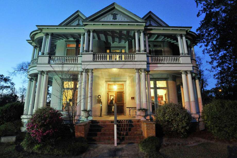 "The historic Kirby-Hill House Museum in Kountze will be the setting for The Kirby Hill-House Players upcoming Murder Mystery Dinner Theater production ""Dead of Winter.""  Wednesday,  March 16, 2011.  Valentino Mauricio/The Enterprise Photo: Valentino Mauricio / Beaumont"