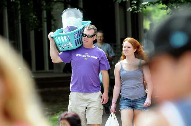 Tom O'Riordan of Stoney Point, left, and his graduate-student daughter, Fiona O'Riordan, carry belongings on moving in day on Wednesday, Aug. 20, 2014, at University at Albany in Albany, N.Y. O'Riordan's freshman daughter, Christine O'Riordan, was moving into her dorm. (Cindy Schultz / Times Union) Photo: Cindy Schultz / 10028085A