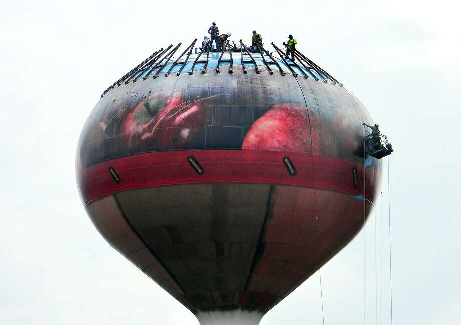 Polishing the apple basket: Workers begin repairing rust spots and faded paint on the apple basket water tower along Interstate 81 North in Mount Jackson, Va. Photo: Amelia Brust, Associated Press
