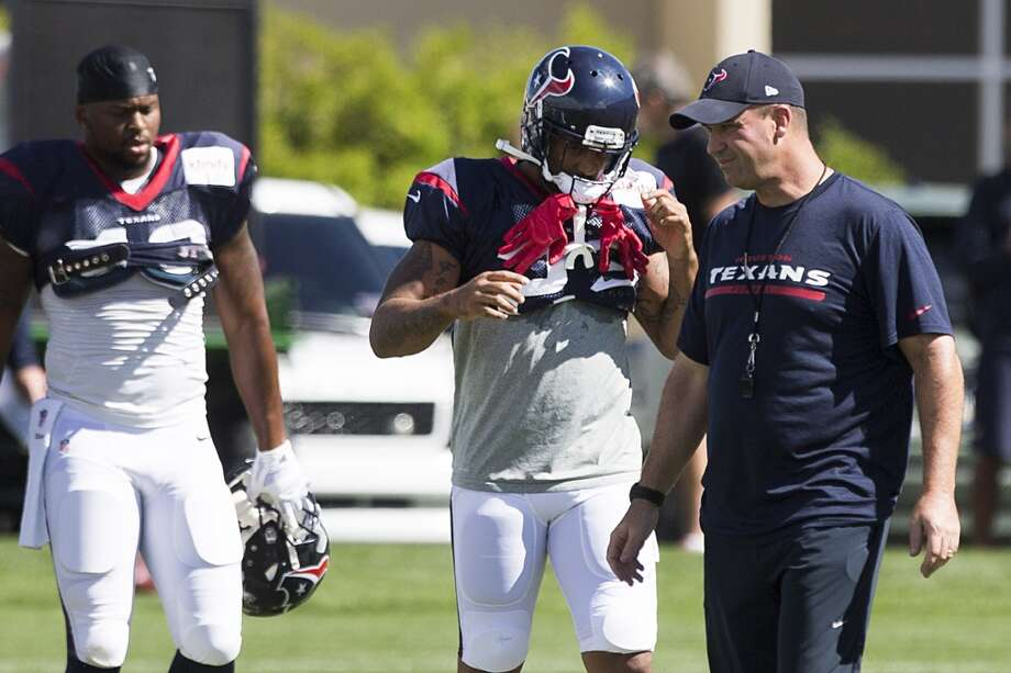 Texans head coach Bill O'Brien walks across the field as his team gets ready to stretch. Photo: Brett Coomer, Houston Chronicle