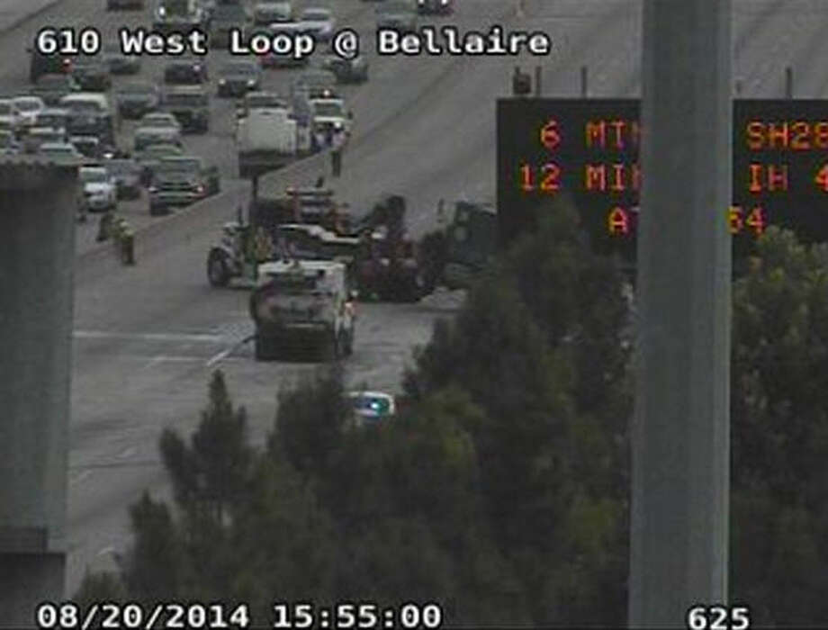A crash involving two big rigs shut down the southbound lanes of the West Loop, Aug. 20, 2014. (Houston Transtar) Photo: Houston Transtar