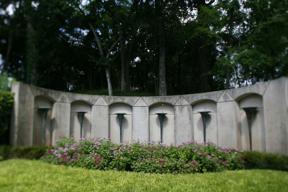 The gravesite of Howard R. Hughes in Glenwood Cemetery on Friday, Aug. 15, 2008, in Houston. Also in the cemetery are the graves of Anson Jones, former president of Texas,  actress Gene Tierney, and a very old tree they call the cemetery oak. ( Sharon Steinmann / Chronicle ) Photo: Houston Chronicle