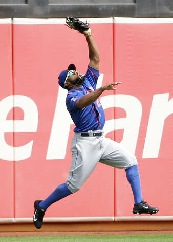 New York Mets left fielder Eric Young Jr. catches a fly ball hit by the Oakland Athletics' Stephen Vogt in the first inning of their interleague baseball game Wednesday, Aug. 20, 2014, in Oakland, Calif. (AP Photo/Eric Risberg) ORG XMIT: OAS104 Photo: Eric Risberg / AP