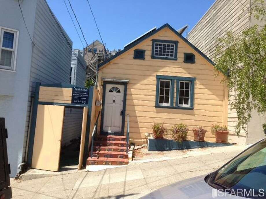 584 Texas St. in Potrero Hill is a one-bedroom, one-bath on the market for 850K. Photo: MLS
