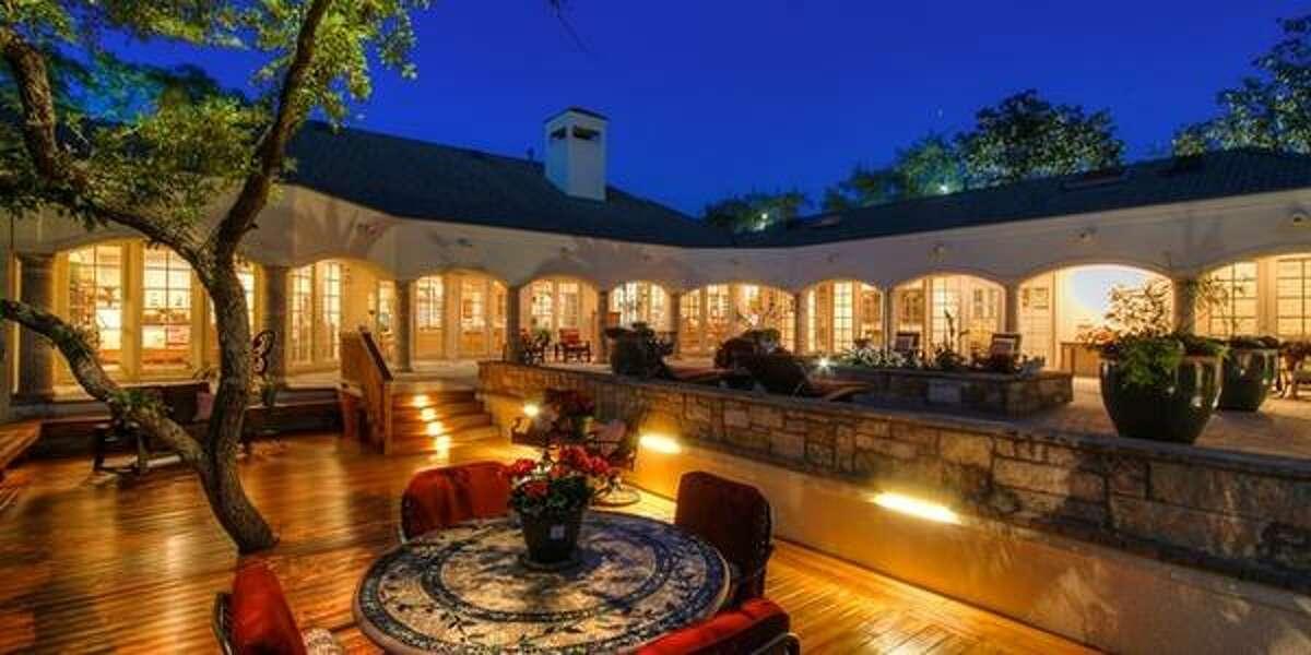 23 Carriage Hills San Antonio, TXBedrooms: 3Full Baths: 4, 1 partialNeighborhood: The Dominion5,087 sqft