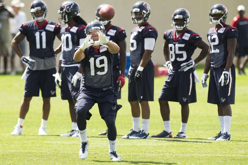 Texans wide receiver Travis Labhart (19) reaches out to make a catch.