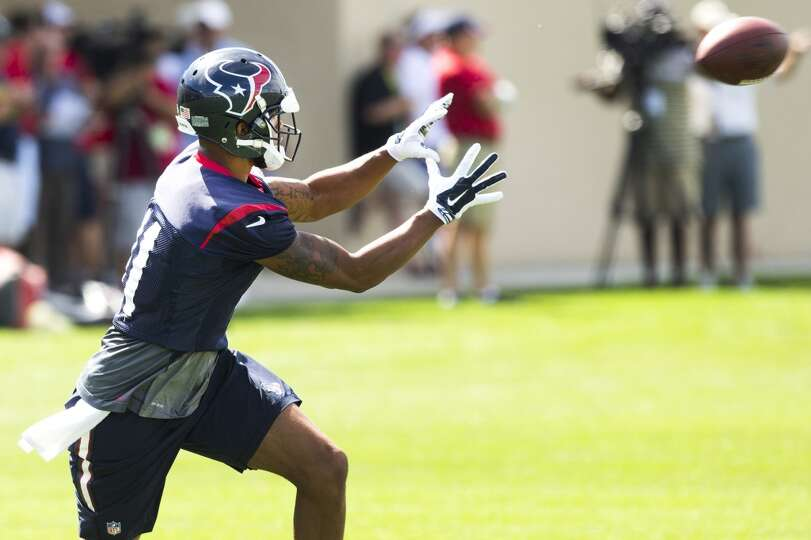 Texans wide receiver DeVier Posey reaches out to make a catch.