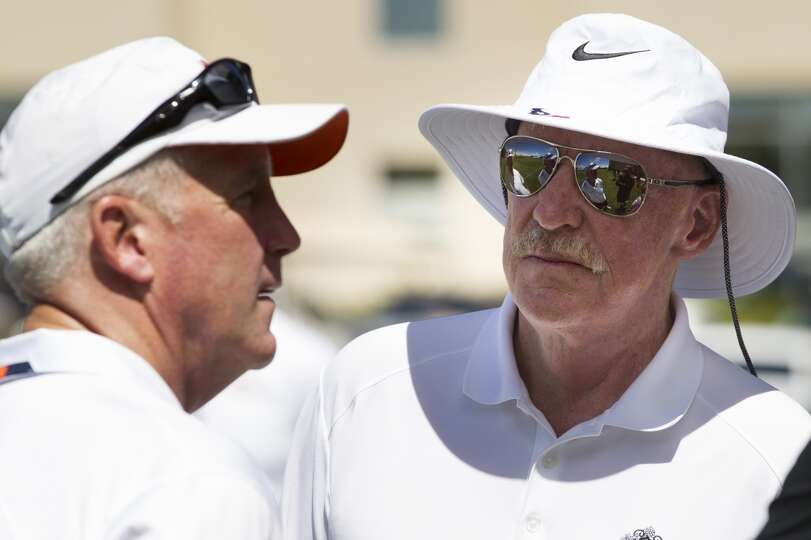 Broncos head coach John Fox, left, speaks to Texans owner Bob McNair.