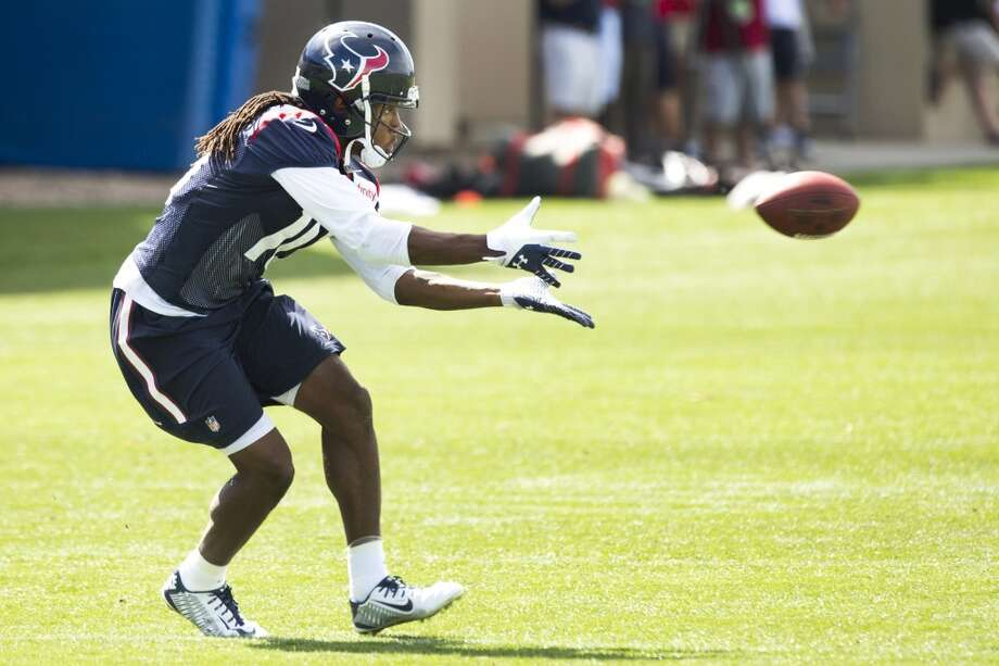 Texans wide receiver DeAndre Hopkins reaches out to make a catch. Photo: Brett Coomer, Houston Chronicle