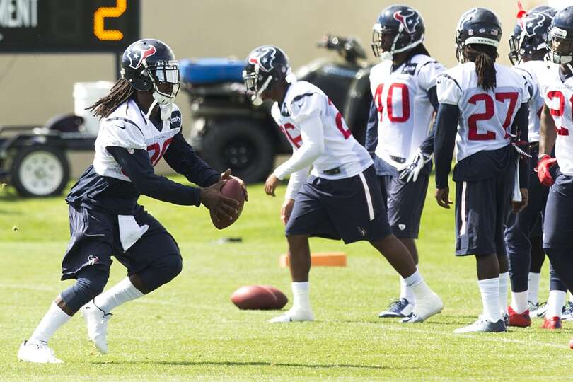 Texans strong safety D.J. Swearinger (36) catches a football while running a drill.