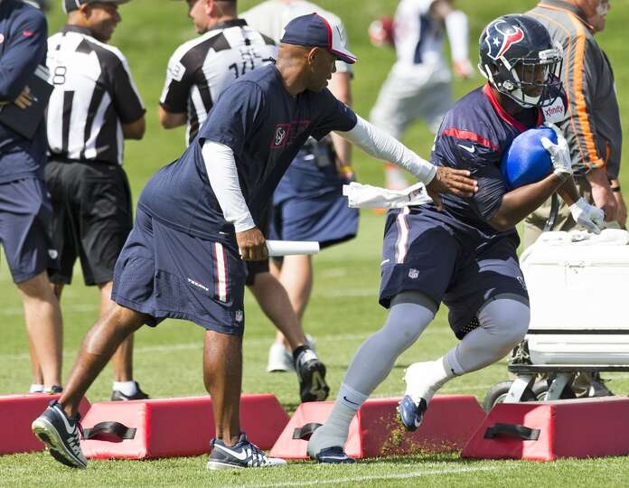 Texans running back Ronnie Brown (22) runs with the football.