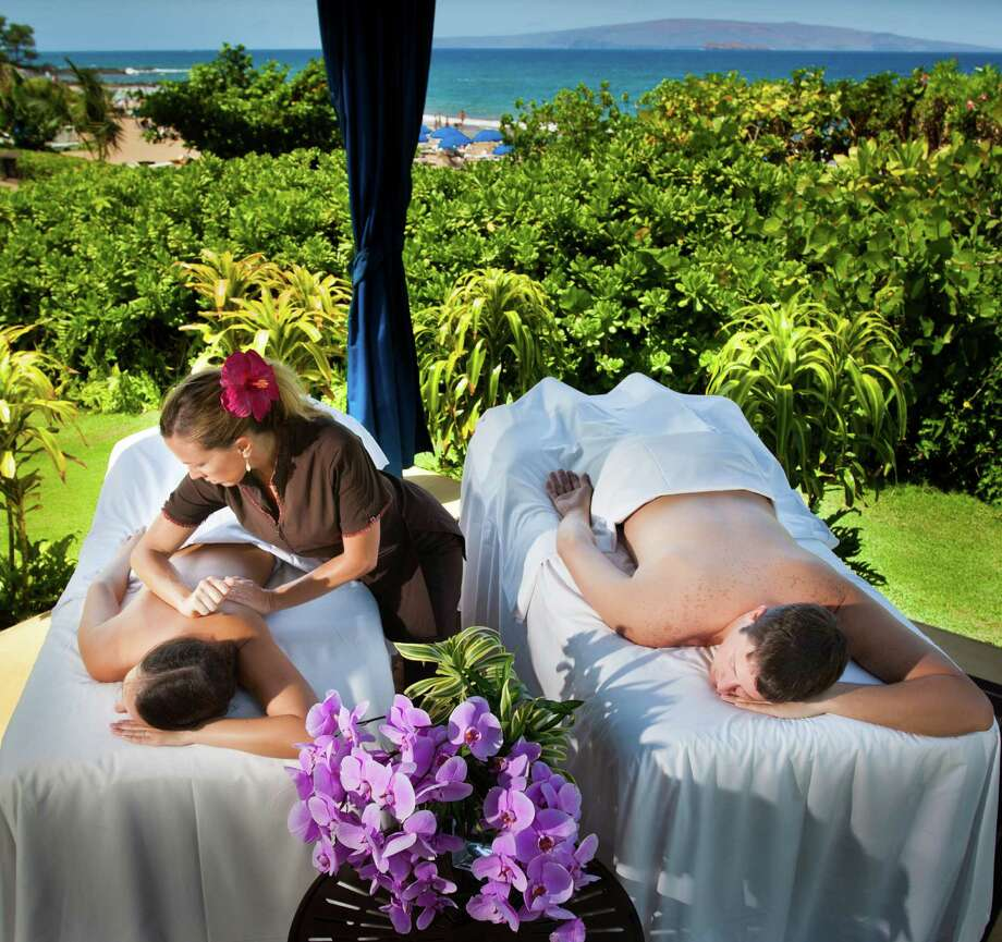 Lani At the Fairmont Kea Lani in Wailea, where couples can enjoy a blissful massage in an oceanfront cabana, poolside cabana, or at its spa. Photo: Mike Sidney Photography / Mike Sidney Photography