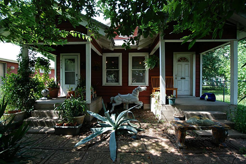 Bert long jr s shotgun house is for sale in fifth ward houston