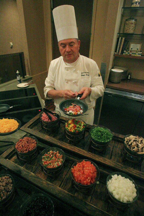 Chef Diego Ruiz makes a Denver omelet at the Omni Hotel Wednesday August 20, 2014. Photo: San Antonio Express-News / ©San Antonio Express-News/John Davenport