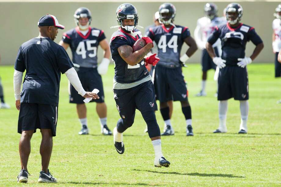 Texans running back Arian Foster, center, has had three solid days of practice, but coach Bill O'Brien is unsure if Foster will make his preseason debut Saturday. Photo: Brett Coomer, Staff / © 2014 Houston Chronicle