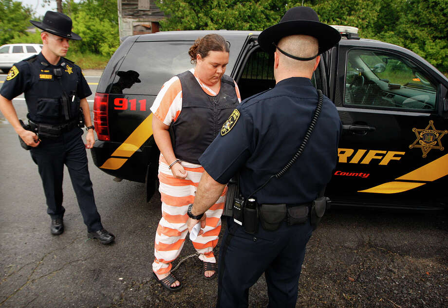 St. Lawrence County Sheriff's deputies escort Nicole Vaisey, 25, into Fowler Town Court for her preliminary hearing, Thursday, Aug 21, 2014, in Fowler, N.Y. Vaisey and Stephen Howells II are charged with abducting and sexually abusing two young Amish sisters as the girls worked their family's roadside vegetable stand in Oswegatchie, N.Y. on Wednesday, Aug. 13, 2014. (AP Photo/Watertown Daily Times, Jason Hunter) Photo: Jason Hunter / Watertown Daily Times